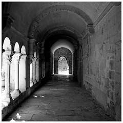 Exit (Pascal.M (bong.13)) Tags: noiretblanc blackandwhite saint remy de provence bouchesdurhone pierre ancien d3200 nikon france