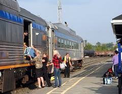 Loading up (delticfan) Tags: via rdc viarailcanada sudbury sudburyon passengertrain