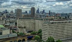 Londres (bervaz) Tags: inglaterra skyline sony stpaul normanfoster londres alpha 18200 a100 reinounido pepinillo 18200mmf3556 dslra100 theghuerkin