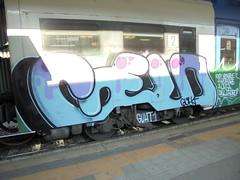 vuoi venire a rubare in casa del ladro? (en-ri) Tags: guht gelo crew azzurro nero verde train torino graffiti writing