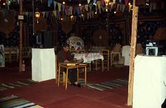 gypten 1999 (234) Luxor (Rdiger Stehn) Tags: afrika gypten egypt nordafrika 1999 winter urlaub dia analogfilm scan slide 1990er 1990s menschen leute obergypten sdgypten aad diapositivfilm analog kbfilm kleinbild canoscan8800f canoneos500n 35mm luxor innenaufnahme zelt hotel misr