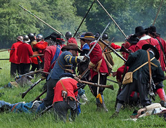 Hampton Court 1640's - 17 We got 'em on the run now! (Row 17) Tags: uk unitedkingdom gb greatbritain britain england herefordshire reenactment event 1640s sealedknot people militia men man parliamentarians royalists costume costumes swords fighting skirmish battle candid weapons