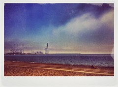 """SoLiTairE (QuietWalker """"crisis on Mars"""") Tags: solitaire solitarios convalescenceperiod convalescenceperiod2015 marzo march julio july 2015 2016 eyephoneography phoneography lostwalker lostintheproximity polaroids polaroid sonyxperiat sony xperiat textura texture ihatesummer thebeach thesea seafrontpromenade"""