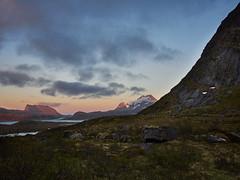 Lofoten (stefandinkel) Tags: stefandinkel olympusomdem1 mft m43 norwegen lofoten moskenesya kvalvika berge mountain mitternachtssonne sunrise sonnenaufgang ngc