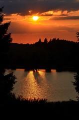 coucher de soleil lac auvergne (marinaphoto17) Tags: coucher soleil nuage paysage nature faune effet nuit crpuscule