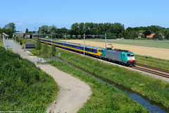 NMBS - Eloc 2813 : Benelux, 07-06-2015 (Paul van Baarle) Tags: railroad travel holland netherlands dutch train nikon ns transport nederland eisenbahn railway zug transportation railways treno trein niederlande d800 spoorwegen bombardier ferrocarril ferrovia traxx benelux nmbs nederlandsespoorwegen dutchrailways 2813 spoorlijn sassenheim