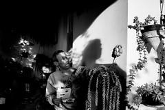 (iLana Bar) Tags: luz familia casa cotidiano sombra lar autorretrato cena familiar varanda intimidade sindromededown