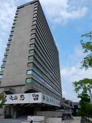 Erasmus University Rotterdam (sander_sloots) Tags: erasmus erasmusuniversiteit hoofdgebouw mainbuilding kunstwerk art karelappel university