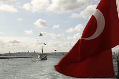 bayrak ve boaz (sekerciozkan) Tags: new old city sea cloud bird ferry turkey trkiye istanbul motor deniz beyaz vapur metropol boaz bulut gkyz ku bayrak mart bosphoros krmz kpk ehir konstantinopolis