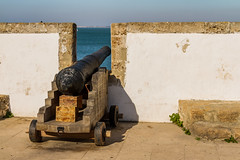 Boummmm!!!! (bacasr) Tags: cdiz andaluca espaa spain murallas walls fortification fortificacin canon can old antiguo ancient viejo viajando travelling paseo promenade mar sea