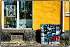 Untitled 00.30 (ViTaRu) Tags: turku southwestfinland finland fi iphone 6s mobile building wal window painting street pavement pipe art yellow bright texture colors colorful sunny varsinaissuomi puutarhakatu portsa outdoor