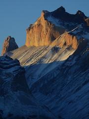 Torre Sur y Monte Almirante Nieto (Mono Andes) Tags: chile patagonia andes atardecer torresdelpaine parquenacional parquenacionaltorresdelpaine regindemagallanes
