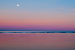 pink sunset with moon (vilchesdavid) Tags: sunset atardecer moon luna mar sky pink rosa costabrava empord catalonia landscape colors