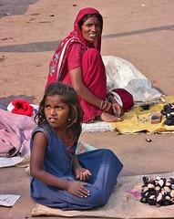 INDIEN , unterwegs nach Varanasi, auf den Straen, 14265/7131 (roba66) Tags: indienunterwegsnachvanarasi menschen people leute frau woman portrait indien indiennord asien asia india inde northernindia urlaub reisen travel explore voyages visit tourism roba66 indianlife