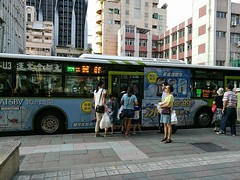 It is very convenient to take high speed rail because the bus station for backing home is just located outside of railway station of Nangang, Taipei (Alfred Life) Tags: summarith12227 summarit leicaduallenses  asph   leica huawei plus p9 huaweip9plus