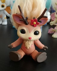rein doe1 (meimi132) Tags: zelfs zelf series6 cute adorable trolls reindoe deer doe brown antlers flower