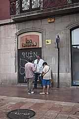P1280873 (Jusotil_1943) Tags: gente comercio persiana human flecha seales trafico