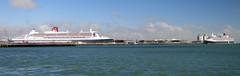 QM2 & Queen Elizabeth - IMG_4082a (Captain Martini) Tags: cruise cruising southampton cunard cruiseships rmsqueenmary2 3queens msqueenelizabeth cunard175