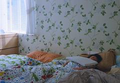 bedroom (Philip@Tamsui) Tags: family film home analog bedroom contax fujifilm g2 淡水 家人 tamsui planar fujicolor contaxg2 底片 小曈 planar45mm 電影底片 500t crystalscan7200 fujifilms 7250u primefilm7250u fujicoloreternavivid500t8547negativefilm