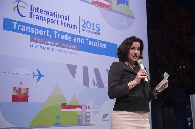 Dorothee Bär presenting
