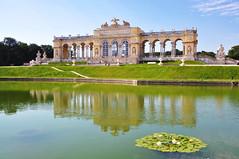 Gloriette im Schlosspark Schnbrunn - Wien (Mariandl48) Tags: gloriette wien schnbrunn austria spiegelung seerosen teich park schlosspark