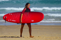 tired ... (Curufinwe - David B.) Tags: beach sea mer mimizan landes aquitaine france sony a77 a77v sonyalpha77 sonydslta77v 400mm sigma plage waves wave surf surfing wetsuit girl girls woman feminine surfer surfgirl surfergirl surfcamp