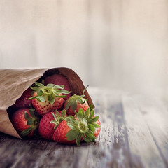 Delicious strawberries (RoCafe on/off) Tags: stilllife kitchen fruits foods strawberries textured nikond600 nikkormicro105f28