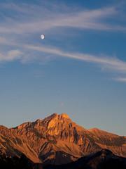 33/52 - The Great Ferrand, moon rise, sun set (Jrme Doutaz) Tags: olympus jdoutaz mens moonrise ep5 trives 52project moon 45mm grandferrand sunset