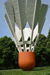 DSC_2763 (JSF539) Tags: statue kansascity missouri shuttlecock nelsonatkinsmuseum claesoldenburg coojsevanbruggen