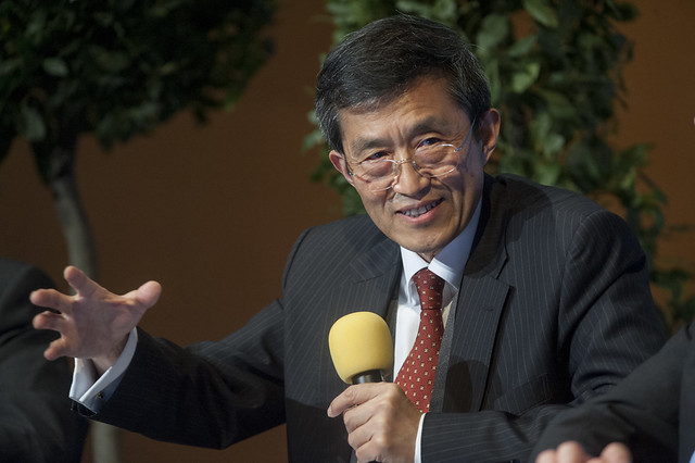 Gaozhang Zhu questions other panellists