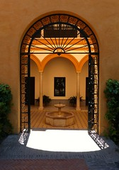 Come in - Alcazar - Sville (MTphotographies) Tags: sville alcazar peace