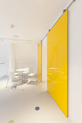 Altro Showroom London 2016-Altro resins-Altro Whiterock White-Altro Whiterock Chameleon-Altro Whiterock doorset-26 (Altro USA) Tags: whiterock white walls showroom retail resin grey generalareas chameleon yellow