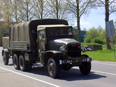 1944 GMC CCKW 353 (Davydutchy) Tags: greatbritain usa canada holland netherlands car truck freedom ride military may parade lorry vehicle soldiers gmc friesland veterans vrachtwagen liberationday militr sneek lkw 2015 frysln bevrijdingsdag 5mei veteranen militair vrachtauto snits routezuid