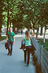 Green (daviwie) Tags: vienna wien street color film analog austria österreich nikon kodak streetphotography fe pushed oesterreich ektar ektarpushed400