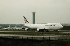 Air France B-747-428 F-GITJ Airport Charles De Gaule 21-11-14b (mugicalin) Tags: fgitj airfrance boeing747 b747 b747400 b747428 boeing airportcharlesdegaulle cdg fujifilm fujifilmfinepix finepix bleublancrouge 2014 aircraft