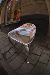 kalter Stuhl (Geonaut) Tags: se stockholm schweden stan poliert guss alu gamla brgersteig stockholmsln