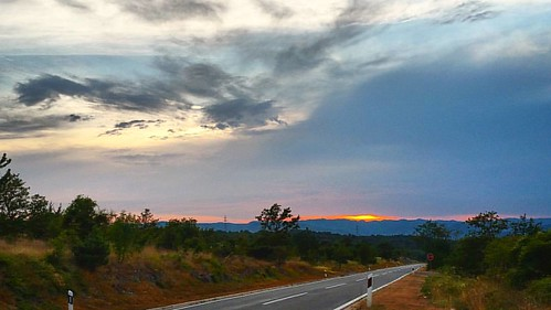 20160725  #istra #istria #sunset #tramonto #nuvole #ig_croatia #island #campagna #nature_perfection #igerscroatia #ig_croatia #skyline #jellow #openspace #sky #landscape #landscape_lovers #openair #sky #nature #clouds #natura #croatia #colline #view #sigh