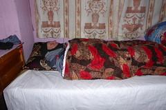 Schlaf-Mtze, im doppelten Sinn (Alfesto) Tags: trekking nepal cheplung jorsalle khumbaarea himalaya schlafsack lodge guesthoue sagarmathanationalpark