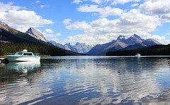 Maligne Lake (Eduardo Ruiz M.) Tags: lake maligne jasper boat outdoors outdoor rockies mountain water landscape park reflection