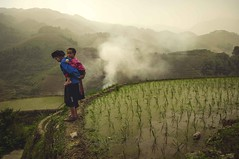 Fresh air... (Syahrel Azha Hashim) Tags: nikon tokina shallow holiday morning paddyfields grandmother love ultrawideangle highaltitude traditional guilin 16mm getaway handheld vacation china light naturallight moment colorful foggy d300s travel syahrel dof humaninterest chinese boy traditionalclothing longjipaddyterrace detail mountain