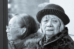 Old friends (Domingo Mery) Tags: sanfrancisco friends women chinatown oldwoman