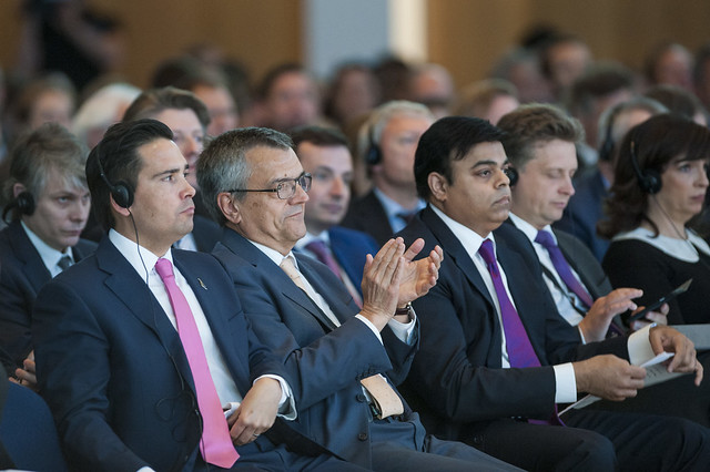 Simon Bridges, José Viegas and Pravin Krishna listening