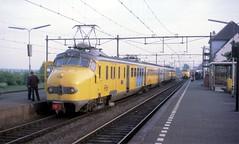 Alphen a/d Rijn, ochtendspits (Ahrend01) Tags: station ns ad plan v rijn spits abri alphen hondekop leidse