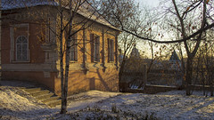 writ hut (Sergey S Ponomarev) Tags: historic history viatka vyatka wjatka 2014 winter snow russia autumn light sunset church branches trees center europe orthodox sergeyponomarev canon 600d ef24105f40l city citta storia inverno evening eos                     north nord shadow