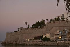 Murallas de Pescola al anochecer (CarlosJ.R) Tags: espaa playa castillo castelln murallas pescola