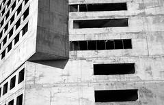 Kaunas, 43 (Vygintas R.) Tags: 238608 kaunas lietuva bw city film kodaktmax100 kodak100tmax iso100 35mmfilm building lithuania nikoncoolscan5000 rangefinder