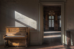 This is one of my older compositions. (Robin Decay) Tags: refugiumpomps villawoodstock piano light wood sun old house abandoned
