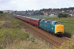 55002 'The Kings Own Yorkshire Light Infantry' is seen heading north past Monifieth with 1Z59 'The Deltic Aberdonian' from York to Aberdeen (Tayrail) Tags: deltic monifieth aberdonian 55002 1z59
