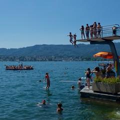 They jumped! Strandbad Tiefenbrunnen, Zurich (HardieBoys) Tags: beach switzerland europa europe zurich strandbad tiefenbrunnen