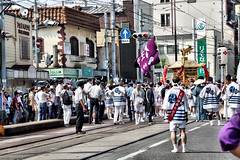 mikoshi moving on the street, Sumiyoshi-taisha, Osaka (jtabn99) Tags: mikoshi osaka sumiyoshitaisha japan nippon nihon 20160801 people chochin tram rail 神輿 住吉大社 夏祭 住吉祭 大阪 日本 渡御 みこし